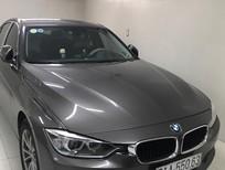 Bán xe BMW 320i sản xuất 2104 màu xám. Xe gia đình đi đúng 48.000km, bảo quản tốt thường xuyên bảo hành, bảo dưỡng định