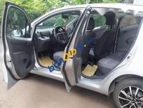 Cần bán lại xe Chevrolet Spark MT đời 2016, màu bạc