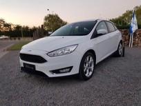 Ford Focus bản tiêu chuẩn giá cực tốt, hỗ trợ trả góp 90% giá xe, xe giao sớm nhất