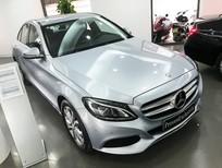 Cần bán xe Mercedes đời 2017, màu bạc