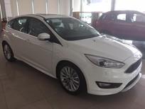 Bán ô tô Ford Focus 1.5 Ecoboost Sport bản full 2018, màu trắng, mới 100%. L/H 0907782222