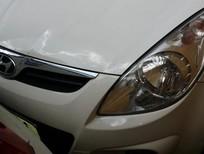 Cần bán Hyundai i20 sản xuất 2010, màu trắng, nhập khẩu, xe gia đình