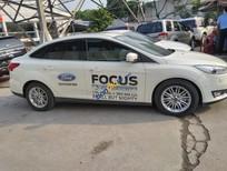 Bán Ford Focus 2016 AT, màu trắng, 12.000km, BH hãng Ford đến 4/2019