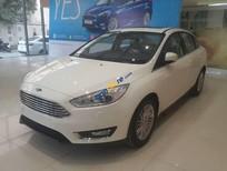Cần bán xe Ford Focus Trend 1.5 AT Ecoboost Hatchback 2017, màu trắng, hỗ trợ trả góp lên đến 90%