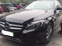 Cần bán gấp Mercedes C200 2016, màu đen nội thất kem như mới giá rẻ