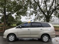 Nhà tôi cần bán chiếc xe Innova 2.0G, màu ghi vàng 2012. LH chính chủ 0978511916