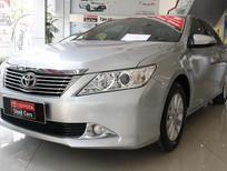 Cần bán lại xe Toyota Camry E 2014, màu bạc, xe đẹp như mới, xe đi ít, kĩ
