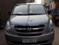 Bán Hyundai Starex 9 chỗ, đời 2012, máy dầu, màu bạc, còn rất đẹp