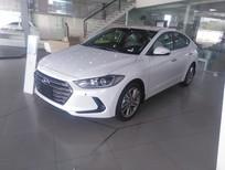 Bán Hyundai Elantra 2.0L AT 2018 mới, màu trắng, giá tốt xe giao ngay