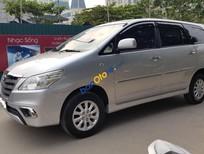 Cần bán Toyota Innova E sản xuất 2013, màu bạc xe gia đình chính chủ
