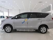 Cần bán gấp Toyota Innova G sản xuất năm 2017, màu bạc số tự động, giá tốt