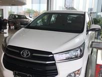Cần bán Toyota Innova 2.0E đời 2018, màu trắng