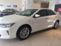 Toyota Camry 2.5Q màu trắng giao ngay, KM cực sốc, hỗ trợ vay tới 80%