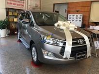 Cần bán Toyota Innova E sản xuất 2018, màu xám, giá tốt