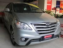 Bán Toyota Innova 2.0V đời 2016, màu bạc, xe gia đình 7 ghế tiện dụng