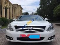 Cần bán gấp Nissan Teana đời 2010, màu trắng, giá 650tr