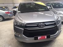 Bán Toyota Innova số sàn 2017, màu bạc