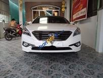 Cần bán xe Hyundai Sonata sản xuất năm 2015, màu trắng xe gia đình