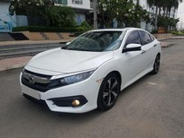 Bán gấp Honda Civic 1.5 Turbo 2017 trắng bản full thể thao
