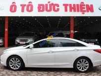 Cần bán Hyundai Sonata 2.0AT sản xuất năm 2011, màu trắng, nhập khẩu nguyên chiếc chính chủ, giá tốt