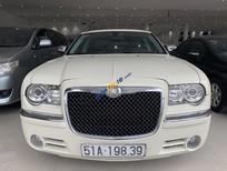 Bán Chrysler 300C năm sản xuất 2010, màu trắng, nhập khẩu như mới, 980 triệu