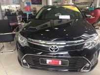 Bán Toyota Camry 2.0E 2015, màu đen