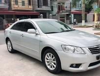 Cần bán xe Toyota Camry 2010 màu bạc, tự động 2.4G full option