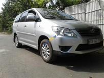 Cần bán lại xe Toyota Innova 2.0E năm 2014, màu bạc, giá tốt