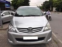 Cần bán gấp Toyota Innova 2010 màu bạc. Xe số sàn, bản G
