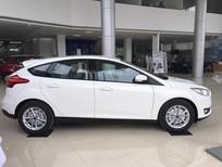 Cần bán xe Ford Focus Trend 2018, màu trắng, hỗ trợ trả góp 80% LH 0989022295