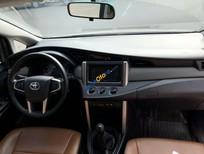 Xe Toyota Innova 2.0E MT năm 2017, màu xám