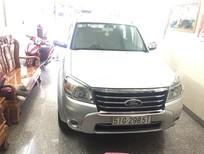 Cần bán Ford Everest AT Limitel đời 2013, màu bạc . 625 tr
