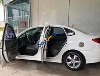 Cần bán gấp Hyundai Avante năm sản xuất 2011, màu trắng