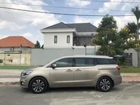 Cần bán xe Kia Sedona AT model 2017 bản full, màu vàng cát