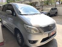 Cần bán Toyota Innova E 2013, màu bạc