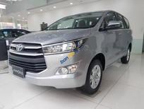 Bán Toyota Innova 2.0E năm sản xuất 2019, màu xám