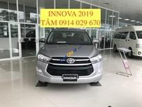 Cần bán xe Toyota Innova 2.0E năm 2019, màu bạc