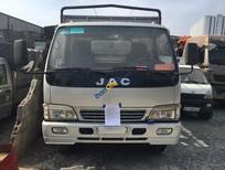 Bán chiếc xe ô tô tải có mui nhãn hiệu JAC sản xuất 2015, màu bạc