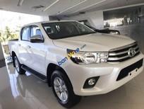 Bán xe Toyota Hilux 2.4G 4x4MT sản xuất năm 2019, màu trắng, nhập khẩu