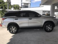 Cần bán gấp Toyota Fortuner MT máy dầu 2017, màu bạc