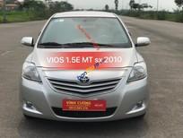 Cần bán xe Toyota Vios 1.5E MT sản xuất 2010, màu bạc, giá tốt