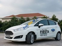 Cần bán lại Ford Fiesta đời 2015, màu trắng