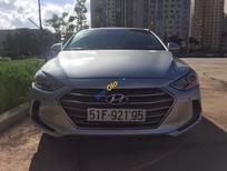 Cần bán lại xe Hyundai Elantra 2.0 AT sản xuất năm 2017, màu bạc