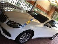 Cần bán gấp Mercedes E200 sản xuất 2017, màu trắng, xe nhập