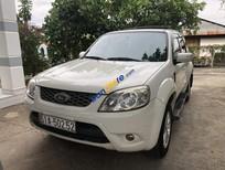 Cần bán lại xe Ford Escape sản xuất 2011, màu trắng số tự động
