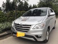 Cần bán Toyota Innova 2.0E sản xuất 2015, màu bạc