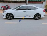 Bán Honda Civic 1.5L đời 2017, màu trắng, xe chính chủ, nhà sử dụng