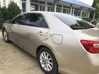 Cần bán xe cũ Toyota Camry sản xuất 2013, màu vàng cát
