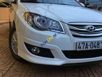 Cần bán gấp Hyundai Avante sản xuất 2013, màu trắng số sàn