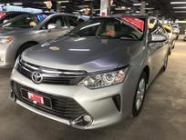 Cần bán xe Toyota Camry 2.0E 2015, màu bạc, giá 860tr